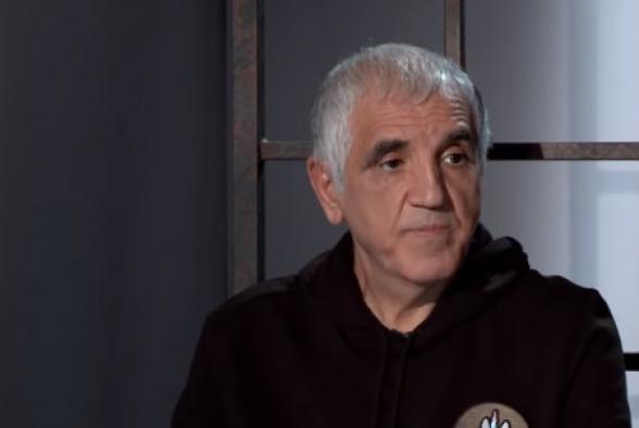 Армен Абазян в разговорах с генералами и с оппозицией козыряет высокими чинами из Москвы, дело доходит даже до того, что рассказывает о своей дружбе с такими лицами, которых он разве что видел по телевизору – Габрелянов