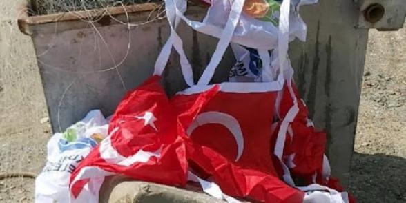 Անթալիայում Թուրքիայի պետական դրոշը նետել են աղբամանը