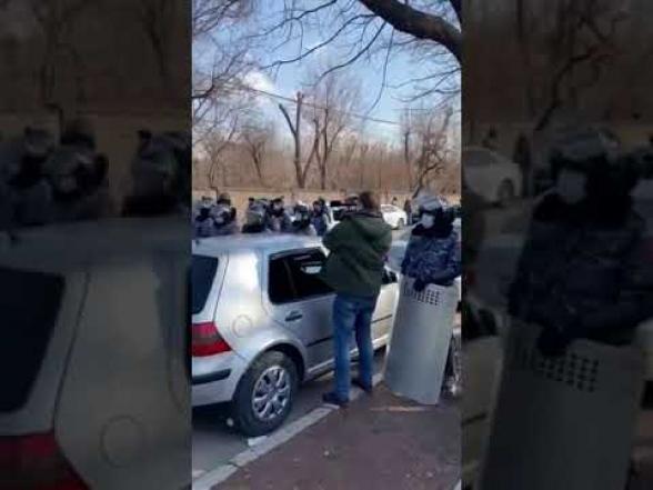 Վահաններով զինված ոստիկանական խմբեր են տարվում Փաշինյանի առանձնատուն