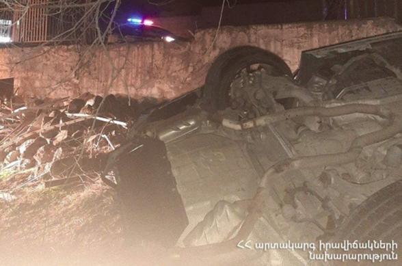 Ավտոմեքենան Հալաբյան փողոցում բախվել է ԶԶՀԾ թիվ 1 տարածքային ստորաբաժանման ճաղավանդակին և հայտնվել բակում. վարորդը և ուղևորը մահացել են