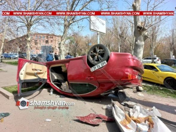 Ազատության պողոտայում Lexus-ը կոտրել է գովազդային վահանակն ու 2 աղբամանները և գլխիվայր հայտնվել հետիոտնի համար նախատեսված մայթին. կա վիրավոր