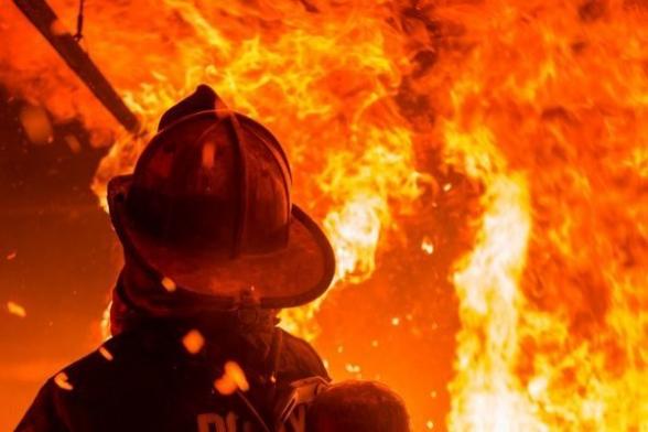 Крупный пожар вспыхнул в одном из зданий в Ереване: есть пострадавшие, эвакуированы 50 жителей