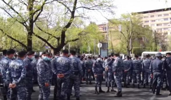 Акция протеста перед зданием НС с требованием отставки Никола Пашиняна (видео)