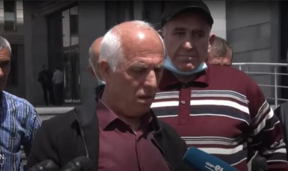 Акция протеста вынужденных переселенцев из Гадрута у здания МИД (видео)