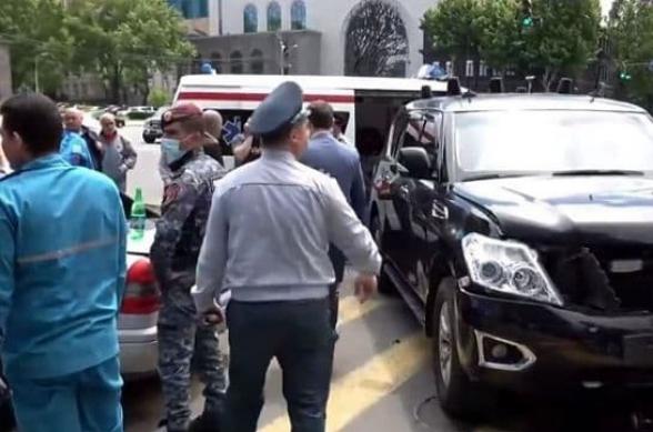 В результате ДТП с участием автомобиля из кортежа Пашиняна госпитализированы двое граждан