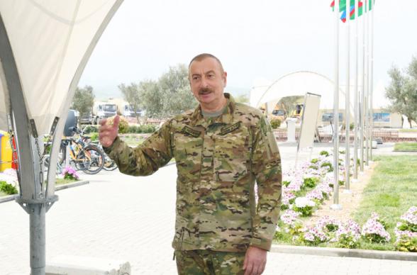 Алиев открыл военный аэродром в Нахиджеване, на границе с Арменией
