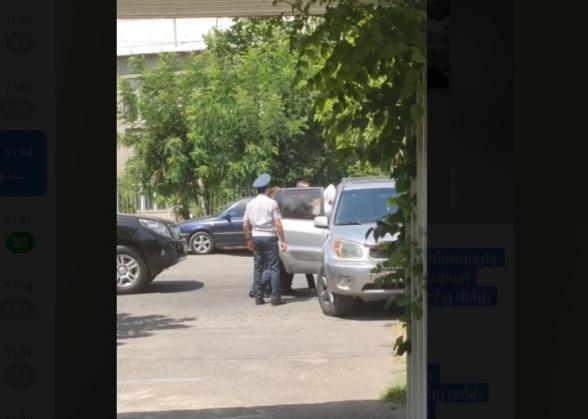 В Паракаре полиция с применением силы задержала главу одного из штабов блока «Армения» (видео)