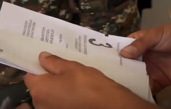 В общине Заритап Вайоцдзорского марза солдатам выдавали бюллетень уже в конверте
