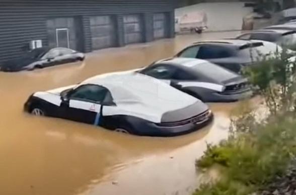 Գերմանիայում հեղեղվել է Porsche-ի ավտոսրահը` պրեմիում դասի նորագույն մեքենաներով