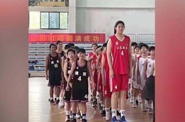 В Китае обратили внимание на юную баскетболистку ростом 2,26 м