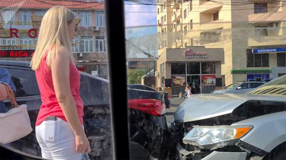 Цепное ДТП произошло утром на проспекте Комитаса в Ереване