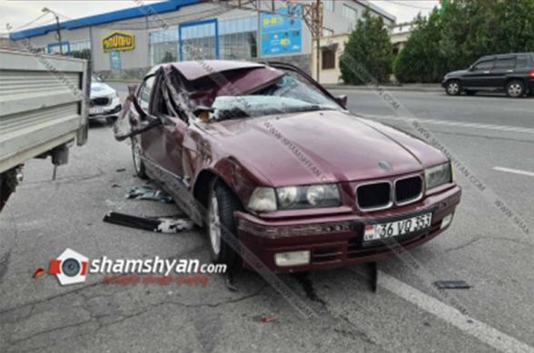 Դավիթ Բեկի պողոտայում բախվել են Mercedes-ն ու BMW-ն․ BMW-ն էլ բախվել է կայանված Ford Transit-ին․ կա վիրավոր