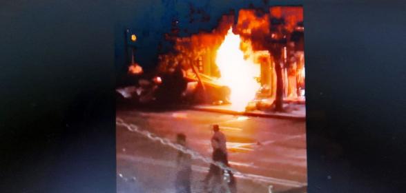 На улице Амиряна в Ереване после аварии загорелась машина