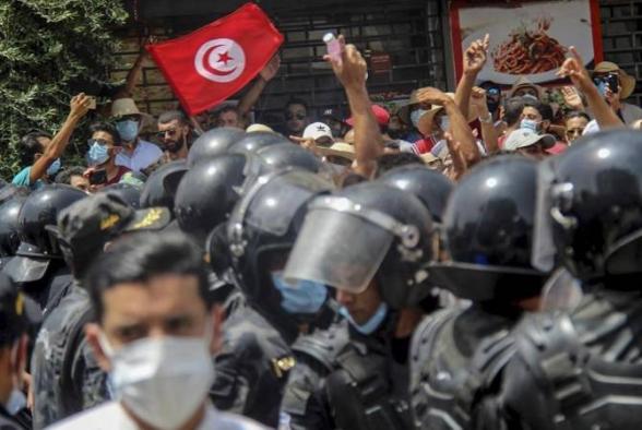 Թունիսի բանակը շրջափակել Է կառավարության շենքը