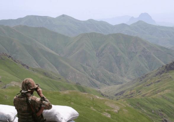 ВС Азербайджана вновь обстреляли армянские позиции в Ерасхе – Минобороны