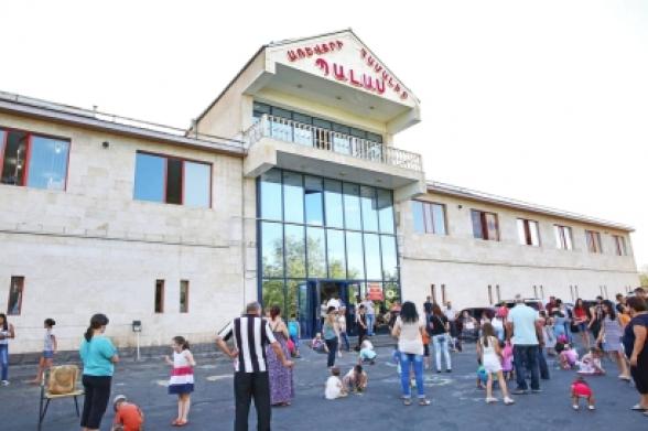 Возле торгового центра в Ереване прозвучали выстрелы: 6 человек доставлены в полицию