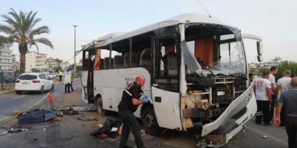 Թուրքիայում վթարի է ենթարկվել ռուս տուրիստներ տեղափոխող ավտոբուս. կան զոհեր և վիրավորներ (տեսանյութ)
