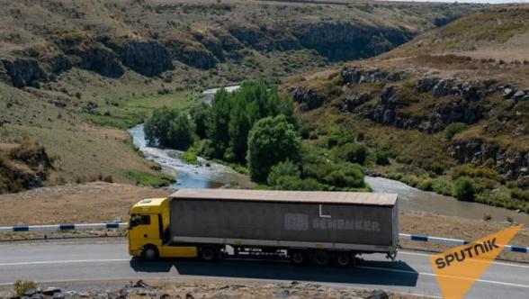 Իրանական մի քանի տասնյակ բեռնատարներ կուտակվել են Սիսիանի մոտ