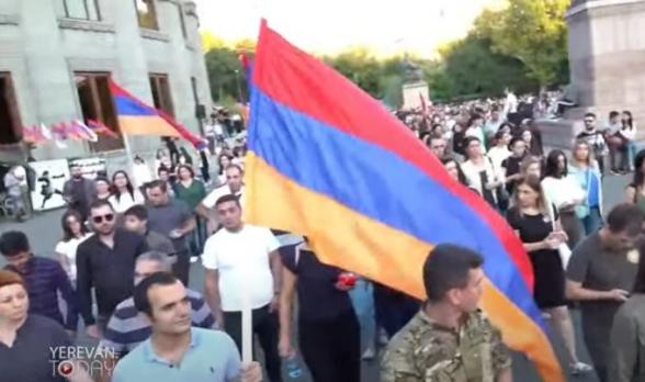 Զոհված զինծառայողների հարազատների և ՀՀ քաղաքացիների մոմերով երթը դեպի «Եռաբլուր» (տեսանյութ)