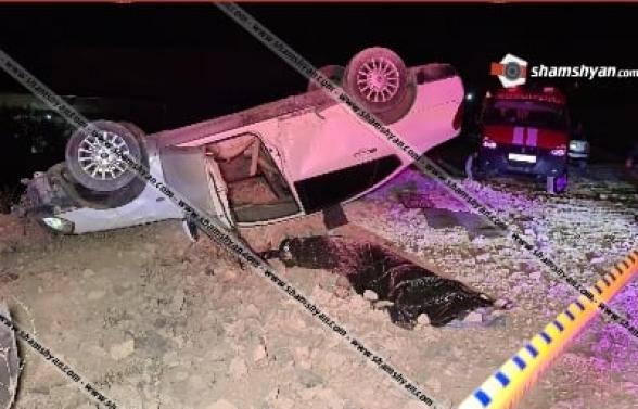 Հյուսիս-Հարավ կառուցվող ճանապարհին Nissan Teana-ն բախվել է բետոնե արգելապատնեշներին և շրջվել. վարորդը տեղում մահացել է